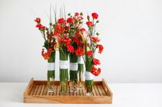 Simple designs often have a powerful look; the following design is an exemplum of this. By providing glass vases with a collar of steel grass, they are turned into unexpectedly interesting shapes. www.bloomtube.com