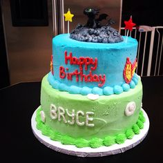 Toothless cake from How To Train Your Dragon.  Bryce's 2nd bday cake made by frostd fantasy cakes(: