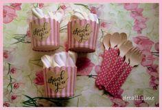 Tarrinas de rayas marrones y rosas. cucharitas y tenedores rosas con topitos pedidos: detallisime@yahoo.es