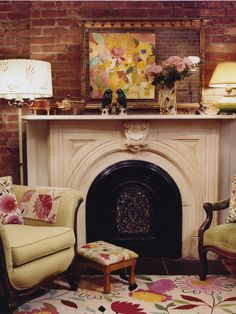 My dream living space Bright colors, floral patterns, and exposed brick. Eclectic Living Room, Living Spaces, Decor Interior Design, Interior Decorating, Decorating Ideas, Pottery Barn Style, Living Room New York, Farms Living, Traditional Interior