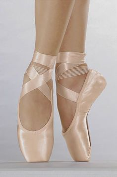 my teacher said that i pased today to point shoes! Ballet Feet, Ballet Dancers, Pointe Shoes, Ballet Shoes, Ballet Tumblr, Ballet Drawings, Ballet Painting, Ballet Pictures, Pretty Ballerinas