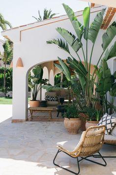 exterior patio home Casa Patio, Backyard Patio, Backyard Landscaping, Tropical Backyard, Tropical Gardens, Tropical Landscaping, Pergola Patio, Tropical Houses, Outdoor Spaces
