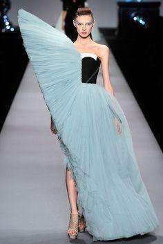 Viktor & Rolf Spring 2010 Ready-to-Wear Fashion Show - Olga Sherer (NATHALIE) Silhouette