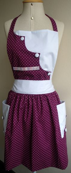 I absolutely love the bib style on this apron!
