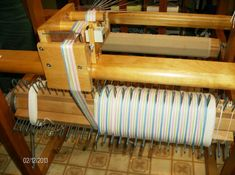 Weaving Tools, Loom Weaving, Rug Loom, Quelques Photos, Montage, Recherche Google, Spin, Wreaths, Crochet