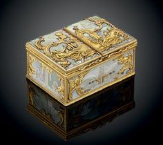 A GERMAN ROCOCO MOTHER-OF-PEARL AND GOLD BOÎTE-À-DEUX-TABACS PROBABLY DRESDEN, CIRCA 1750