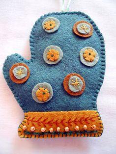 ✄ A Fondness for Felt ✄  DIY craft inspiration:  felt mitten ornaments