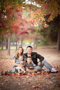 Family Twin Dragonflies Photography Fall Family Portraits, Family Portrait Poses, Family Picture Poses, Family Photo Sessions, Family Posing, Family Photos With Baby, Fall Family Pictures, Family Of 4, Dragonfly Photography
