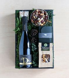 Sparkling Wine and Treats Gift Basket Gift Crates, Wine Gift Boxes, Wine Gift Baskets, Gourmet Gift Baskets, Gourmet Gifts, Wine Gifts, Basket Gift, Wine Hampers, Christmas Gift Baskets