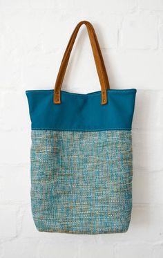 Große Schultertasche mit blaugrünem Echtleder-Akzent / big shopper, bag with leather detail by Coquevama via DaWanda.com