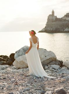 Italian couture wedding dress | Les Amis Photo | see more on: http://burnettsboards.com/2014/09/bridal-session-italian-riviera/