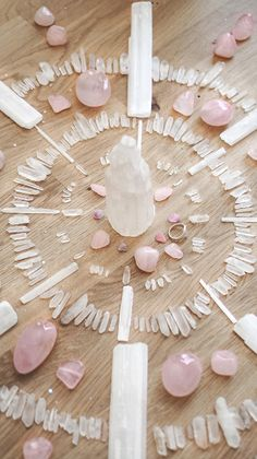 Edelstenen: Betekenis en Hoe te Gebruiken in Sieraden What Are Crystals, Stones And Crystals, Crystal Magic, Crystal Grid, Calcite Crystal, Moon Magic, Witch Aesthetic, Crystal Meanings, Minerals And Gemstones