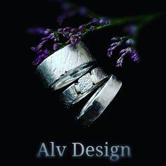 Rustika skulpterade silverringar. Design och arbete: Anneli Lindström, Alv design. www.alvdesign.se