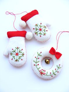 PDF pattern - Embroidered mittens and tiny wreath - Christmas tree ornaments, easy sewing pattern, DIY easy embroidery technique by debbie Christmas Makes, Noel Christmas, Homemade Christmas, Christmas Countdown, Felt Christmas Decorations, Felt Christmas Ornaments, Christmas Wreaths, Tree Decorations, Beaded Ornaments