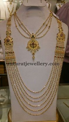 Jewellery Designs: Chandra Haram and Simple NecklaceDeepika dks Pinboard trails ~*~ Maxi Collar, Gold Jewellery Design, Gold Jewelry, Beaded Jewelry, Designer Jewelry, Bollywood Jewelry, Simple Necklace, Necklace Set, Pearl Necklace