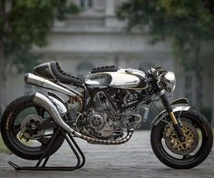 Amazing Ducati 900ss caferacer #motorbikes #sportbike #motorbike #motorcycle #motorcycles #caferacer #moto #motor #motori #motorrad #motorracing #ducati #bike #biker #motorsport #ducatista #ducaticorse #ducatimonster #ducatigram #ducati900ss #caferacerporn #nakedbike #scrambler #instabike #bikersofinsta #supermotard #racebike #racer #crosser