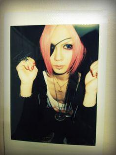 Koichi - MEJIBRAY-I dig this more natural look...and a bit of skin, too!!!