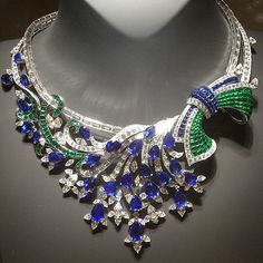 [27 Madagascan pear-cut sapphires with mystery-set detachable clip @vancleefarpels]