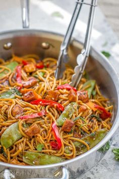 Chicken Lo Mein Noodles - the best & most authentic easy restaurant quality dish ready under 30 minutes! Perfect for busy weeknights and way better and healthier than takeout! Plus weekly meal prep and step-by-step video! Asian Recipes, Ethnic Recipes, Asian Foods, Chinese Recipes, Chinese Food, Meal Prep For Work, Chicken Lo Mein, Easy Restaurant, Chicken Recipes Video