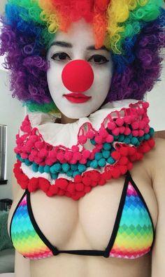 Swimsuit Succubus the Clown! Clown Photos, Female Clown, Cute Clown, Halloween Clown, Send In The Clowns, Cosplay Girls, Mask Making, Crochet Necklace, Bunny