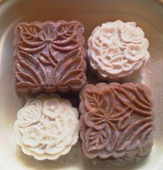 No-bake mooncake recipe. (Wonder what pandan essence is?)