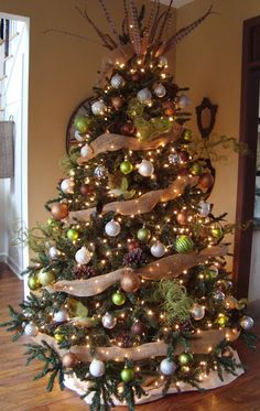 burlap, brown, silver, white ornaments - since Wes and I want a tree in EVERY room of our home eventually, need to start saving ideas now! =) by kris Burlap Christmas, Noel Christmas, Merry Little Christmas, Country Christmas, Winter Christmas, All Things Christmas, Christmas Crafts, Christmas Trends, Natal Country