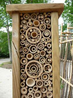 bug hotel! HLM à insectes de Michel Davo, Le Jardin d'enfants, Domaine de Chaumont-sur-Loire (41), mai 2010, photo Alain Delavie