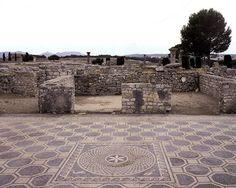 Las Ruïnes d'Empúries, el único yacimiento arqueológico de la Península Ibérica donde conviven los restos de una ciudad griega y una de romana. #Empuries #CostaBrava