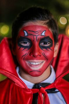 Your little one can truly look the part this Halloween with Snazaroo face paints. Follow our easy tutorials over at Snazaroo.