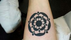 red rose of england tattoo - Recherche Google