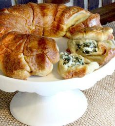 Crescent rolls, spinach, and cheese…yes please! This hearty game day snack will have your friends begging you for the recipe! - Everyday Dishes & DIY