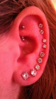 Hot cartilage piercing love it Pretty Ear Piercings, Ear Peircings, Types Of Ear Piercings, Multiple Ear Piercings, Body Piercings, Tattoo Und Piercing, Rook Piercing, Second Piercing, Cartilage Piercings