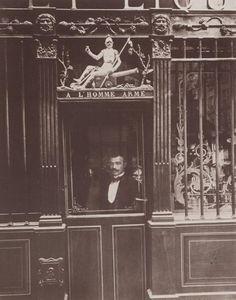Le Cabaret à l'Homme Armé à Paris,(1900). Photographie par Eugène Atget.