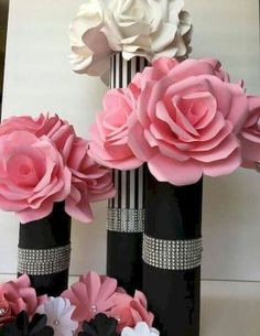 Chanel Birthday Party, Chanel Party, Paris Birthday, Birthday Table, 50th Birthday Party, Valentines Bricolage, Valentines Diy, Diy Valentine's Centerpieces, Paper Flower Centerpieces