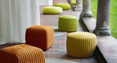 Patio design, puff pastry and many colorful - formula for relaxation. Terrace Design, Patio Design, Outdoor Pouf, Outdoor Decor, Orange Furniture, Relax, Futuristic Design, Pouf Ottoman, Circle Pattern