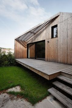 Wooden house Casa di legno Extension+to+a+House+in+Meudon+/+CUT+Architectures Wood volume Architettura esterni casa di legno  (via Gau Paris)
