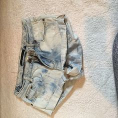 Billabong jean shorts Acid wash size 26. One of the back pockets has pink and blue fabric on it Billabong Shorts Jean Shorts