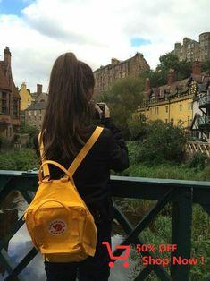 yellow and kanken image - Gelb Mochila Kanken, Kanken Backpack, Travel Backpack, Foto Top, Girl Photography Poses, Tumblr Aesthetic Photography, Travel Photography, Fashion Images, Mellow Yellow