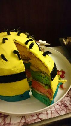 So lecker sieht ein Minion Kuchen von innen aus...