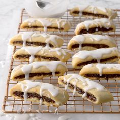 26 Italian Cookie Recipes Nonna Would Love - 10 Best Italian Christmas Cookie Recipes - Easy Italian Holiday . Italian Cookie Recipes, Italian Cookies, Italian Desserts, Italian Foods, Italian Biscuits, Gourmet Desserts, Plated Desserts, Italian Christmas Cookies, Christmas Baking