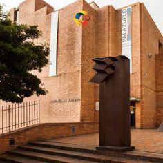 El #museodeartemoderno abre sus puertas a todos aquellos que deseen visitar arte y diseño en #bogota #colombia    #travel #experiences #world #gif #travelblog