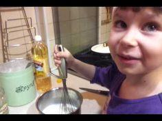 Учим ребенка печь блины!!