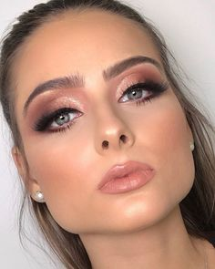 Learn professional makeup online (step-by-step videos) makeup certified by ABED. Be a makeup artist for … – Make Up for Beginners & Make Up Tutorial Fancy Makeup, Prom Makeup Looks, Formal Makeup, Bridal Makeup Looks, Pretty Makeup, Simple Makeup, Nude Makeup, Glam Makeup, Beauty Makeup