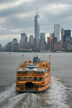 The Staten Island Ferry is the quickest and most effective way (and FREE!) to see the Statue of Liberty and beautiful downtown Manhattan skyline Charles Trenet, Travel Photography Tumblr, Staten Island Ferry, Staten Island New York, A New York Minute, Ferry Boat, Great Places, Places To Visit, Ellis Island