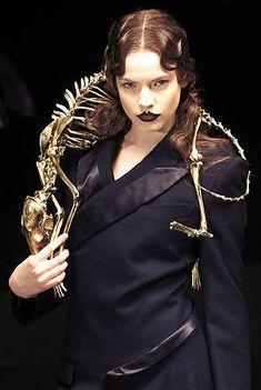 Alexander McQueen Jewellery, Design Collaborations | Shaun Leane Repinned by www.fashion.net #alexandermcqueenskull