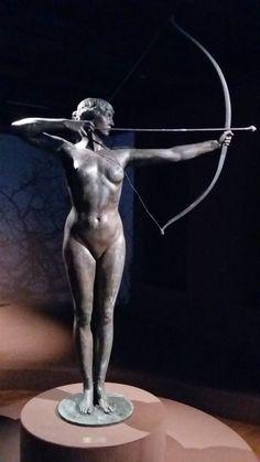 Naga z łukiem - bydgoska Łuczniczka