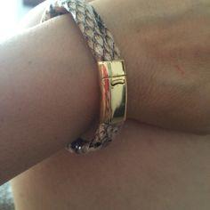 Pulsera en cuero broche en iman Bracelets, Jewelry, Fashion, Leather, Bangle Bracelets, Moda, Jewlery, Jewerly, Fashion Styles