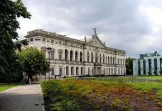 Pałac Krasińskich - siedziba zbiorów specjalnych Biblioteki Narodowej (więcej: http://tvnwarszawa.tvn24.pl/informacje,news,palac-krasinskich-zabytkowy-magazyn-ze-skarbami,75618.html; http://polaneis.salon24.pl/583278,zielona-warszawa-1-ogrod-krasinskich)