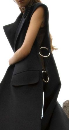 High Quality Zinc Alloy Metal O Rings Buckle For Clothes And Bags Look Fashion, Fashion Details, Hijab Fashion, Fashion Dresses, Womens Fashion, Chaleco Casual, Iranian Women Fashion, Fashion Sewing, Minimal Fashion