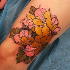 What does knee tattoo mean? We have knee tattoo ideas, designs, symbolism and we explain the meaning behind the tattoo. Japanese Peony Tattoo, Japanese Sleeve Tattoos, Peony Flower Tattoos, Peonies Tattoo, Body Art Tattoos, New Tattoos, Girl Tattoos, Hannya Tattoo, Fusion Ink